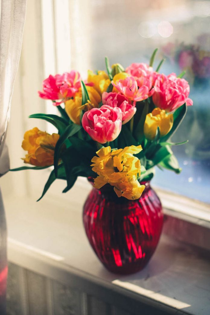 This is how you should actually be sending flowers this Valentine's